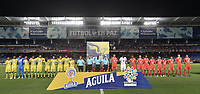CALI - COLOMBIA, 21-09-2019: Jugadores del América y Bucaramanga previo al partido por la fecha 12 de la Liga Águila II 2019 entre América de Cali y Atlético Bucaramanga jugado en el estadio Pascual Guerrero de la ciudad de Cali. / Players of America and Bucaramanga prior the match for the date 12 as part of Aguila League II 2019 between America de Cali and Atletico Bucaramanga played at Pascual Guerrero stadium in Cali. Photo: VizzorImage / Gabriel Aponte / Staff