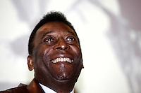 """SAO PAULO, 27 DE JUNHO DE 2012. RELANÇAMENTO DO GIBI DO PELEZINHO. O ex jogador Pelé  durante a  apresentaçao da nova coleção de gibis do """"Pelezinho"""" no Museu do Futebol em São Paulo. FOTO:  ADRIANA SPACA - BRAZIL PHOTO PRESS"""