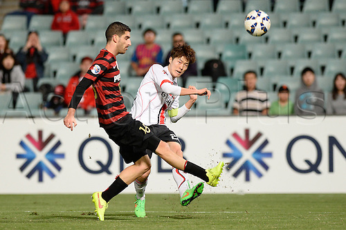 07.04.2015. Sydney, Australia. AFC Champions League. Western Sydney Wanderers v FC Seoul. Seoul midfielder Koh Myong-jin in action.