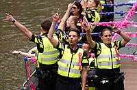 Nederland  Utrecht - 2018. Voor het tweede jaar vaart de Utrecht Canal Pride door de binnenstad.  Politieboot Roze in Blauw.   Foto mag niet in negatieve / schadelijke context gepubliceerd worden.   Foto Berlinda van Dam / Hollandse Hoogte.