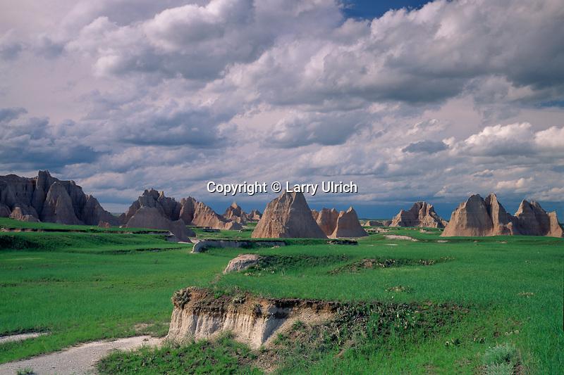 Badlands and short grass prairie<br /> Castle Trail<br /> Badlands National Park<br /> South Dakota