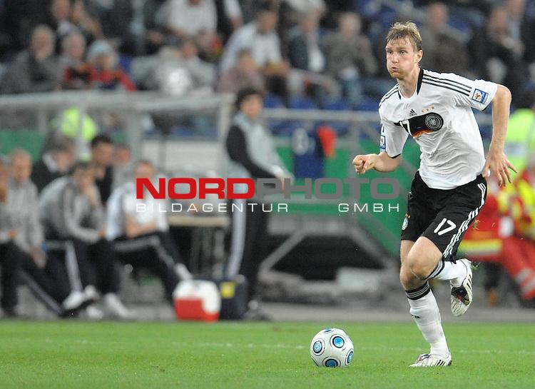Fussball, L&auml;nderspiel, WM 2010 Qualifikation Gruppe 4 in D&uuml;sseldorf<br />  Deutschland (GER) vs. Aserbaidschan ( AZE )<br /> <br /> Per Mertesacker ( Ger / Werder Bremen #17)<br /> <br /> <br /> Foto &copy; nph (  nordphoto  )<br />  *** Local Caption *** <br /> <br /> Fotos sind ohne vorherigen schriftliche Zustimmung ausschliesslich f&uuml;r redaktionelle Publikationszwecke zu verwenden.<br /> Auf Anfrage in hoeherer Qualitaet/Aufloesung