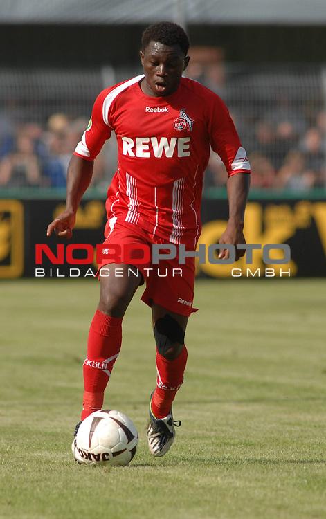 DFB Pokal 2009/2010,  1. Hauptrunde,  BSV Kickers Emden vs. 1. FC KŲln,  <br /> Wilfried Sanou (KŲln #14 BFA) am Ball, Einzelsituation, Freisteller<br /> <br /> Foto &copy; nph (  nordphoto  )<br /> <br />  *** Local Caption *** <br /> Fotos sind ohne vorherigen schriftliche Zustimmung ausschliesslich fŁr redaktionelle Publikationszwecke zu verwenden.<br /> <br /> Auf Anfrage in hoeherer Qualitaet/Aufloesung