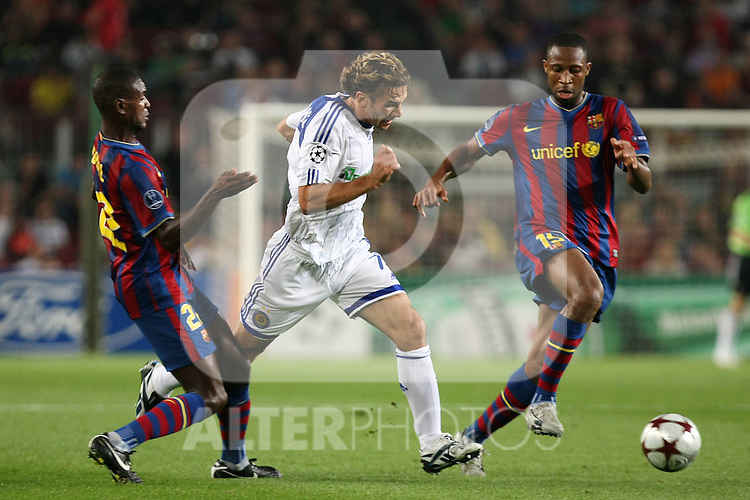 Dinamo Kiev's Andriy Shevchenko (c) and FC Barcelona's Eric Abidal (l) and Seydou Keita during the UEFA Champions League match.September 29 2009. (ALTERPHOTOS/Acero).