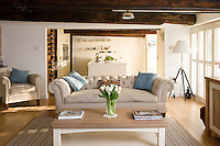 Shades of cream, red and blue were used in the New England theme of the main living area