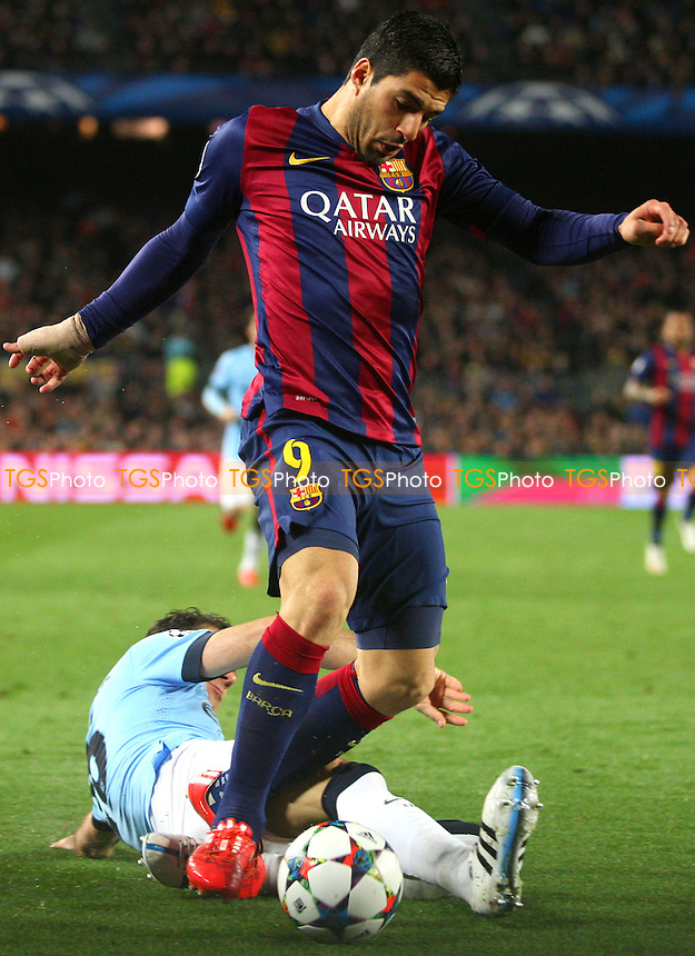 Luis Suarez of FC Barcelona and Martin Demichelis of Manchester City - FC Barcelona vs Manchester City - European Champions League Round of Sixteen Football at the Camp Nou Stadium on  18/03/15 - MANDATORY CREDIT: Dave Simpson/TGSPHOTO - Self billing applies where appropriate - 0845 094 6026 - contact@tgsphoto.co.uk - NO UNPAID USE
