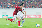 Guangzhou Forward Gao Lin (L) fights for the ball with Kashima Defender Shoji Gen (R) during the AFC Champions League 2017 Round of 16 match between Guangzhou Evergrande FC (CHN) vs Kashima Antlers (JPN) at the Tianhe Stadium on 23 May 2017 in Guangzhou, China. (Photo by Power Sport Images/Getty Images)
