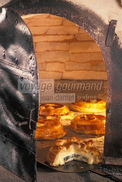Europe/France/Normandie/Basse-Normandie/14/Calvados/Caen: Cuisson de la tourte au camembert et aux pommes - Recette de Michel Bruneau