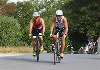 Sascha Lippert (Bruchköbel, orange) und Gunter Volz (Pedalo Weiterstadt, weiß) auf der Radstrecke - Mörfelden-Walldorf 21.07.2019: 11. MoeWathlon