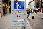20080108 - France - Aquitaine - Pau<br /> TOUT LE CENTRE-VILLE DE PAU EST INTERDIT AUX VOITURES : SEULS PASSENT LES BUS, NAVETTES GRATUITES, VELOS ET PIETONS.<br /> Ref : CENTRE_PIETONNIER_001.jpg - © Philippe Noisette.
