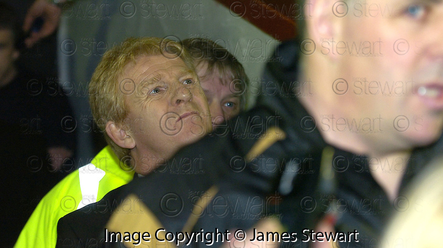 30/01/2008    Copyright Pic: James Stewart.File Name : sct_03_motherwell_v_celtic.CELTIC MANAGER GORDON STRACHAN LOOKS TO THE SKY AFTER THE GAME AGAINST MOTHERWELL WAS CALLED OFF JUST 35 MINS BEFORE KICK OFF.James Stewart Photo Agency 19 Carronlea Drive, Falkirk. FK2 8DN      Vat Reg No. 607 6932 25.Studio      : +44 (0)1324 611191 .Mobile      : +44 (0)7721 416997.E-mail  :  jim@jspa.co.uk.If you require further information then contact Jim Stewart on any of the numbers above.........