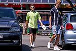24.06.2020, Trainingsgelaende am wohninvest WESERSTADION,, Bremen, GER, 1.FBL, Werder Bremen Training, im Bild<br /> <br /> <br /> <br /> Milot Rashica (Werder Bremen #07) nach dem Training auf dem Weg zu seinem Dienstwagen - er hatte sich zuvor beim Training verletzt re Marco Friedl (Werder Bremen #32)<br /> <br /> Foto © Gumz/gumzmedia/nordphoto