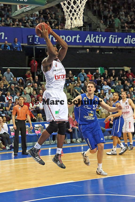 Trevor Mbakwe (Bamberg) setzt sich durch - Fraport Skyliners vs. Brose Baskets Bamberg, Fraport Arena Frankfurt
