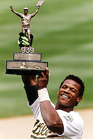 Rickey Henderson holding his 939 all time stolden base leader trophy aloft  (photo copyright 1991 Ron Riesterer)