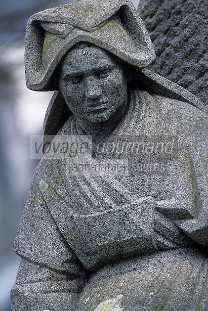 """Europe/France/Bretagne/29/Finistère/Quimper : Statue """"Les Filles de la Mer"""" par François Bazin, les femmes portent les coiffes d'Ouessant et de Sein"""