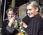 """Wer ist der Mann an Sarahs Seite? <br /> Bei der Hochzeit ihrer Schwester Anna-Maria Lewe war Sarah Connor Trauzeugin.<br /> Arm in Arm verließ sie das Standesamt mit einem attraktiven jungen Mann. Sein Name: Jamél. Aber keine Angst, Maenner: Er war """"nur"""" der Trauzeuge des Braeutigams.<br /> <br /> Anna-Maria Lewe und Pravit Anantapongse gaben sich am Valentinstag das Jawort auf dem Delmenhorster Rathaus. Zahlreiche Freunde, Bekannte und Fans ihrer Schwester<br /> Sarah Connor wuenschten dem jungen Paar viel Glück.<br /> <br /> Namen der beteiligten: Sarah Connor, Schwester Anna-Maria Lewe, Braeutigam:Pravit Anantapongse,  Trauzeuge: Jamél<br /> Bild: Sarah Conners und Ihre Schwester<br /> [Foto © nordphoto -  Foto ist honorarpflichtig! zzgl. gesetzl. MwSt.<br />  Belegexemplar erforderlich<br /> Adresse: nordphoto<br /> Georg-Reinke-Strasse 1<br /> 49377 Vechta"""