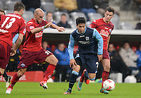 Fussball 2. Bundesliga:  Saison   2012/2013,    16. Spieltag  TSV 1860 Muenchen - SC Paderborn  27.11.2012 Daniel Brueckner (li, SC Paderborn 07) gegen Bobby Wood (1860 Muenchen)