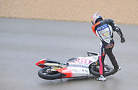 Luis Salom kicks his bike in the qualifying practice at Grand Prix Motorland Aragon 2012