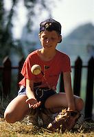 Ragazzo gioca a baseball.Boy playing baseball