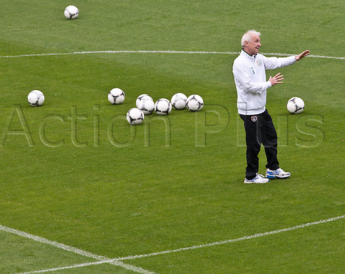 12.06.2012. Gydnia, Poland.  Italian coach Giovanni Trapattoni of the Republic of Ireland gestures during a training session of the Irish national football team at the municipal stadium in Gdynia, Poland, 12 June 2012.