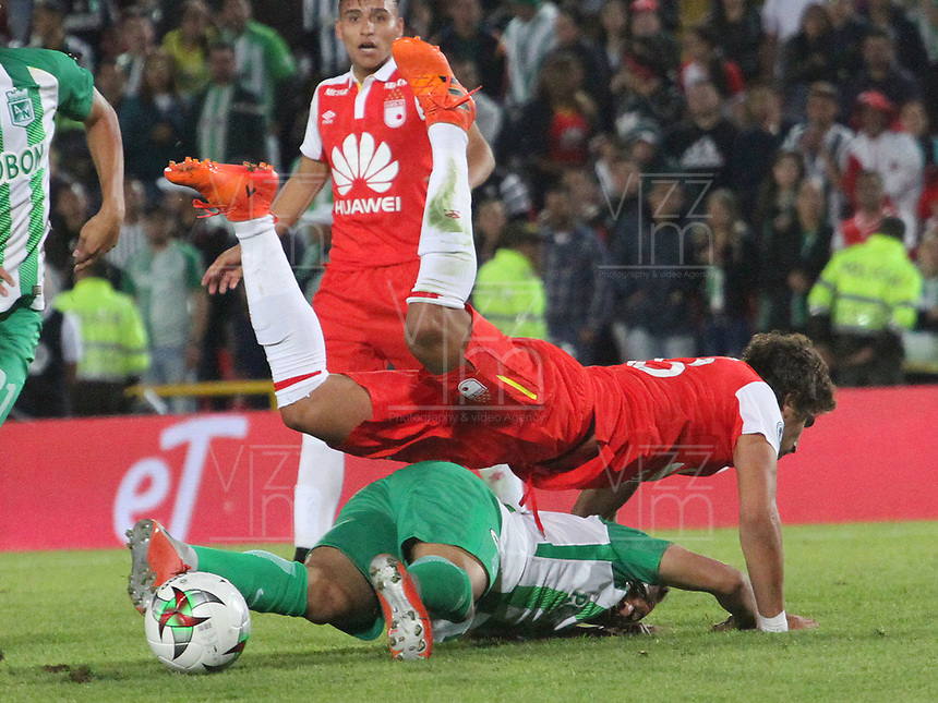 BOGOTÁ - COLOMBIA, 17-01-2019:Andres Sarmiento (Izq.) jugador del  Atletico Nacional  disputa el balón con Facundo Guichon (Der.) jugador del Independiente Santa Fe  durante partido del Torneo Fox Sport 2019 jugado en el estadio Nemesio Camacho El Campín de la ciudad de Bogotá. /Andres Sarmiento (L) player of Atletico Nacional  fights for the ball with Facundo Guichon (R) player of Independiente Santa Fe     during the  match of the Fox Sport 2019 Tournament played at the Nemesio Camacho El Campin Stadium in Bogota city. Photo: VizzorImage / Felipe Caicedo / Staff.