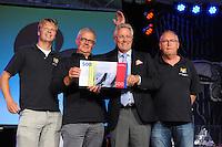 SKÛTSJESILEN: SNEEK: Snitser Mar, 31-07-2015, SKS kampioenschap 2015, John Jorritsma, Commissaris der Koning in Fryslân, reikte de provinicale stimuleringsprijs uit aan de 150-jarige WSV 'De Zevenwolden', ©foto Martin de Jong