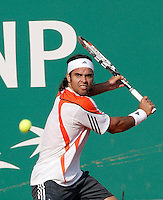 18-4-06, Monaco, Tennis,Master Series, Gonzalez in action against Moya