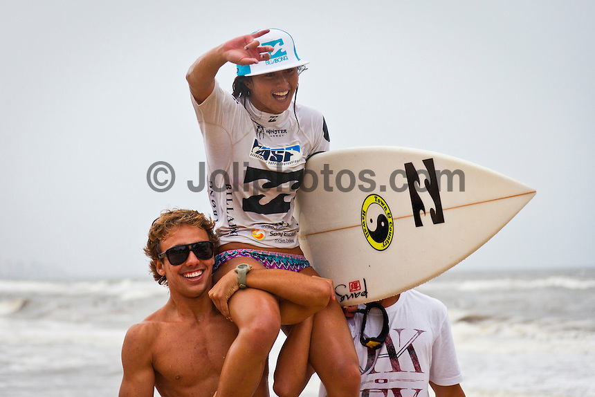 """BURLEIGH HEADS, Queensland/Australia (Saturday, 29 January, 2012) – Caio Ibelli (BRA) and Leila Hurst (HAW) have claimed the Men's and Women's ASP World Junior Titles at the Billabong World Junior Championships today. The pair join a prestigious list of former ASP World Junior Champions, including: Adriano De Souza (BRA), Joel Parkinson (AUS), Andy Irons (AUS), Jessi Miley-Dyer (AUS) and Sally Fitzgibbons (AUS). ..Wade Carmichael (AUS) and Alessa Quizon (HAW) were also amongst the winners today, taking out the third and final event of the ASP World Junior Title Series, the Billabong ASP World Junior Championships...The Men's ASP World Junior Title race saw all the frontrunners bow out early today with Jack Freestone (AUS) eliminated by Medi Veminardi (REU) and Ian Gouveia (BRA) taken out by Wade Carmichael (AUS) in the Quarterfinals. Carmichael had a sensational outing at Burleigh Heads this week, gaining entry into the event with a win at the Von Zipper trials and then sticking it to the world's best junior surfers with a win at the Billabong ASP World Junior Championships...Another frontrunner, Garrett Parkes (AUS), needed to advance out of today's Quarterfinals to clinch the 2011 ASP World Junior Title, but was halted by South American sensation Filipe Toledo (BRA). Parkes's ousting in the Quarterfinals resulted in a tie with Caio Ibelli (BRA) for the top spot on the ASP World Junior Title rankings, requiring a """"Surf-Off"""" to determine the champion...Caio Ibelli (BRA) started the Surf-Off with a couple of minor scores, it was clear that he was going for something big. Garret Parkes (AUS) on the other hand started chipping away at the lead, posting some scores in the good range to give him an early lead. Ibelli found a wave that linked up and unleashed some solid carves and a massive air-reverse to score an 8.67 (out of a possible 10), to swing momentum his way and take the lead. Parkes had a last minute chance to claim the prestigious ASP World J"""