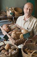 """urope/France/Aquitaine/33/Gironde/Bordeaux:  Jann Demaitre  Boulanger  et son pain cuit au feu de bois """"Le Pain Maitre""""  23 rue Camille Sauvageau"""