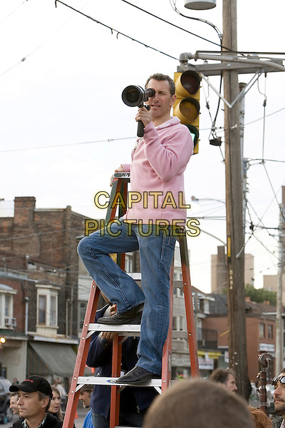 ADAM SHANKMAN (DIRECTOR).on the set of Hairspray  .**Editorial Use Only**.CAP/AWFF.Supplied by Capital Pictures