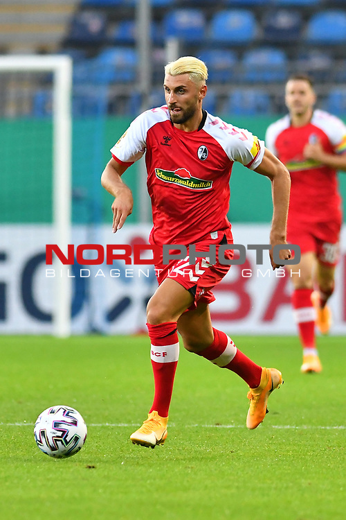 13.09.2020, Carl-Benz-Stadion, Mannheim, GER, DFB-Pokal, 1. Runde, SV Waldhof Mannheim vs. SC Freiburg, <br /> <br /> DFL REGULATIONS PROHIBIT ANY USE OF PHOTOGRAPHS AS IMAGE SEQUENCES AND/OR QUASI-VIDEO.<br /> <br /> im Bild: Vincenzo Grifo (SC Freiburg #32)<br /> <br /> Foto © nordphoto / Fabisch