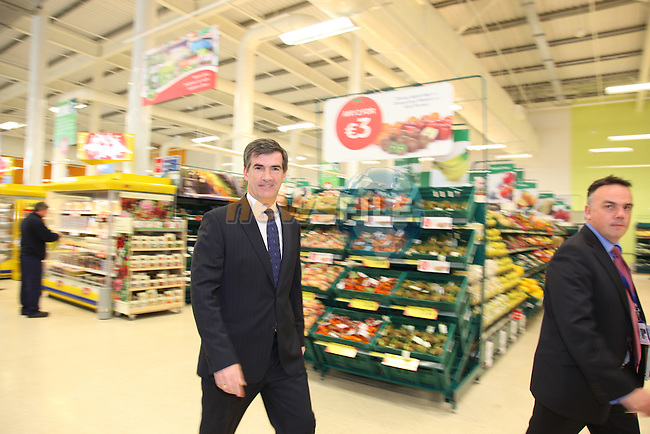 tesco Announcement of Price cuts at the border counties Tesco Stores to help stop the shoppers having to go north to save money. Tony Keohane making the announcement at the Drogheda Tesco Extra Store..Pic Fran Caffrey/Newsfile.ie