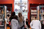 LA TROISIEME OREILLE<br /> Texte : Jean Jacques Fdida<br /> Installations plastiques : Nicolas Diaz<br /> Récit et meneuse de jeu : Francine Vidal<br /> Lumières : Gilles Cornier<br /> Compagnie : Caracol<br /> Lieu : Mediathèque du Ru de Nesles<br /> Ville : Champs sur Marne<br /> Date : 17/10/2015<br /> © Laurent Paillier / photosdedanse.com