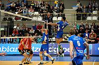 GRONINGEN - Volleybal, Lycurgus - VCV, Eredivisie, seizoen 2017-2018, 07-10-2017,  Lycurgus speler Hossein Ghanbari springt hoog op voor smash