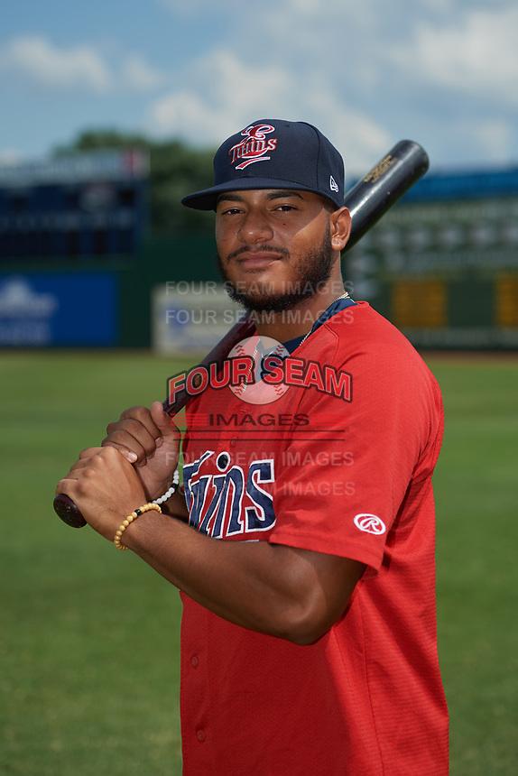 Elizabethton Twins Ricky De La Torre (7) poses for a photo before a game against the Bristol Pirates on July 29, 2018 at Joe O'Brien Field in Elizabethton, Tennessee.  Bristol defeated Elizabethton 7-4.  (Mike Janes/Four Seam Images)
