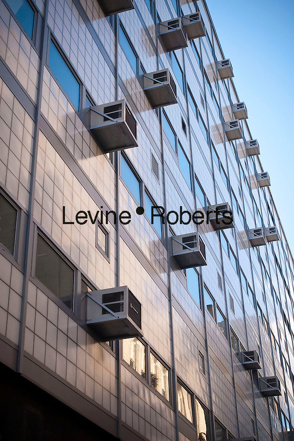 Air conditioners sprout from windows in a building in New York on Sunday, September 9, 2012. Attractive pricing and smuggling of the illegal coolant HCFC-22 (freon) is making it difficult to phase it out. (© Richard B. Levine)