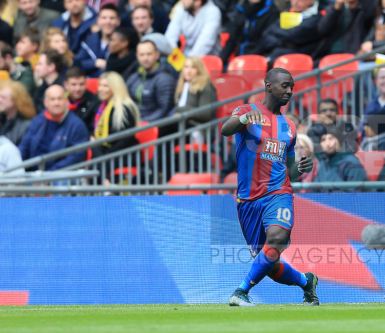 Crystal Palace's Yannick Bolasie celebrates scoring his sides opening goal during the Emirates FA Cup, Semi-Final match at Wembley Stadium, London.  Photo credit should read: David Klein/Sportimage