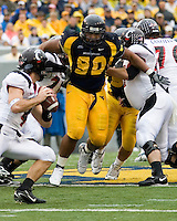 11 November 2006: West Virginia defensive end Warren Young..The West Virginia Mountaineers defeated the Cincinnati Bearcats 42-24 on November 11, 2006 at Mountaineer Field, Morgantown, West Virginia..