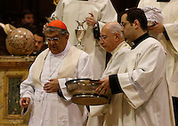 L'Arcivescovo di Napoli Cardinal Crescenzio Sepe effetua la Lavanda dei piedi a dodici seminaristi durante la messa del Giovedi Santo