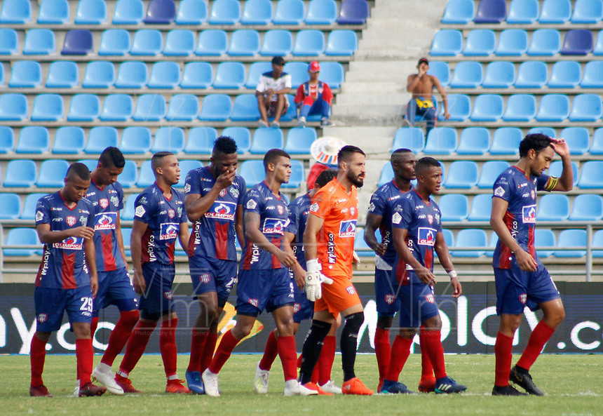 SANTA MARTA - COLOMBIA, 18-05-2019: Jugadores de Unión abandonan el campo de juego al medio tiempo del partido por la fecha 3, cuadrangulares semifinales, de la Liga Águila I 2019 entre Unión Magdalena y América de Cali jugado en el estadio Sierra Nevada de la ciudad de Santa Marta. / Players of Union leave the fiel t halftime of the match for the date 3 of the semifinal quadrangular as part Aguila League I 2019 between Union Magdalena and America de Cali played at Sierra Nevada stadium in Santa Marta city. Photo: VizzorImage / Gustavo Pacheco / Cont