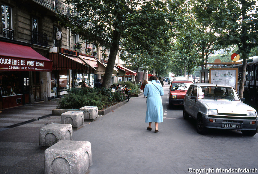 Paris: Boulevard Port Royal, the accommodation of parked cars on pavement. Cars, cars, everywhere! Photo '90.