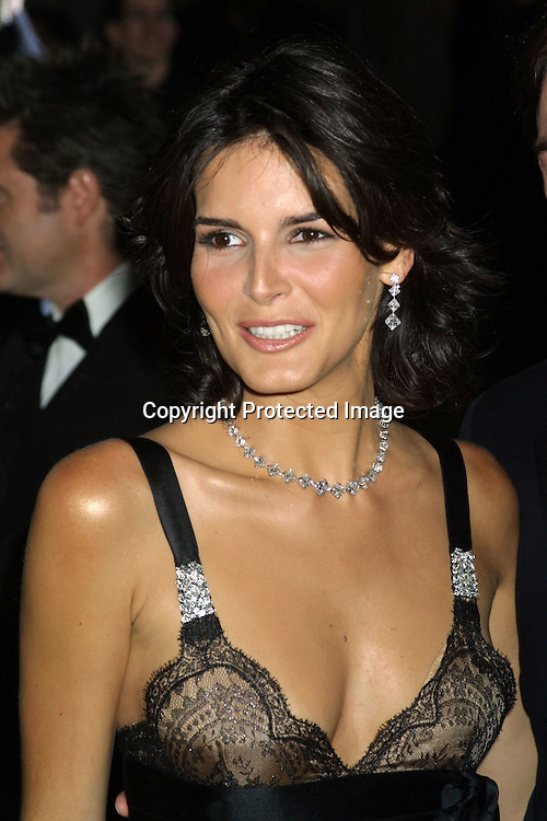 "©2003  AURA BLANDINO/ HUTCHINS PHOTO.THE METROPOLITAN MUSEUM'S COSTUME INSTITUE GALA FOR THE ""GODDESS EXHIBIT"".METROPOLITAN MUSEUM  NEW YORK, NY..APRIL  28,2003.ANGIE HARMON"
