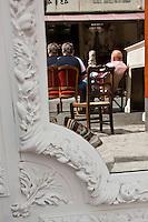 Europe/France/Ile de France/93/Seine-Saint-Denis/Saint-Ouen: Le marché aux Puces- le Marché Paul Bert - reflet dans un miroir