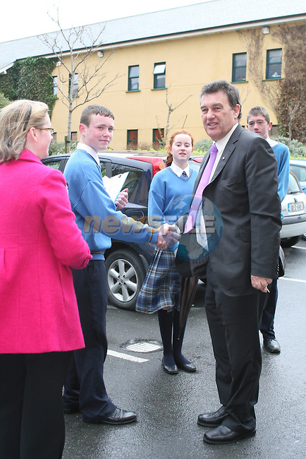 Bill Cullen is greeted by students when he visits Coláiste na hInse...Photo NEWSFILE/Jenny Matthews.(Photo credit should read Jenny Matthews/NEWSFILE)....This Picture has been sent you under the condtions enclosed by:.Newsfile Ltd..The Studio,.Millmount Abbey,.Drogheda,.Co Meath..Ireland..Tel: +353(0)41-9871240.Fax: +353(0)41-9871260.GSM: +353(0)86-2500958.email: pictures@newsfile.ie.www.newsfile.ie.FTP: 193.120.102.198.