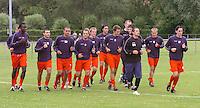 KV Kortrijk eerste training..groep loopt zich warm..fotos DAVID CATRY/VDB