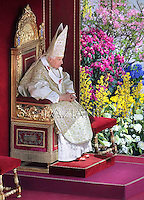 Easter Mass, Pope Benedict XVI at the Vatican, 8 April 2012