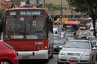 SAO PAULO, SP, 08 DE MARCO 2013, ROMPIMENTO REDE DE TROLEIBUS.  A R. do Acre no bairro da Mooca está totalmente interditada devido ao rompimento da rede dos troleibus. FOTO: LUIZ GUARNIERI/ BRAZIL PHOTO PRESS.
