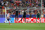 Atletico de Madrid´s Koke (L) and  Chelsea´s Ramires and Willian during Champions League semifinal first leg soccer match between Atletico de Madrid and Chelsea, at the Vicente Calderon stadium, in Madrid, Spain, April 22, 2014. (ALTERPHOTOS/Victor Blanco)