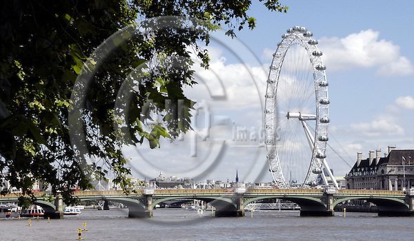 London - Great Britain / United Kingdom - 28 June 2008---London Eye, the big observation (Ferris) wheel, with Westminster Bridge and River Thames---tourism, architecture---Photo: Horst Wagner / eup-images