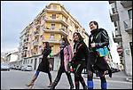 Turismo in Barriera # 3, passeggiata alla scoperta di insoliti punti di vista in Barriera di Milano. Progetto della associazione ONEOFF nell'ambito di 'Cosa succede in Barriera' con la partecipazione di Luca Morino. Qui la sfilata in via Palestrina organizzata dall'atelier Idee Addosso di Sonia Piccirillo. Apr 2013
